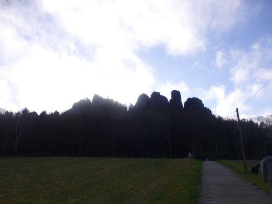 Bereits vom Parkplatz aus sieht man den markanten Tafelberg