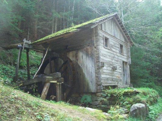 Alte Wassermühle auf dem Weg zur Arnitzalm