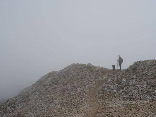 Abstieg durch den Nebel