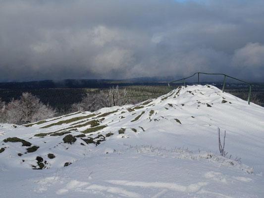 Der Basaltfächer liegt unterm Schnee vergraben