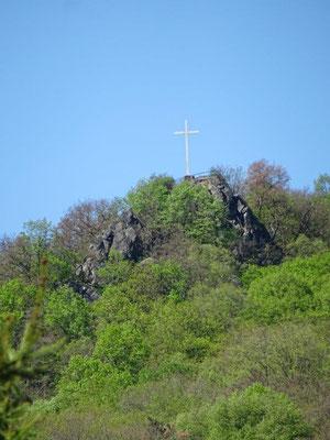 Hoch über Dolní Zálezly erhebt sich das Müllerkreuz