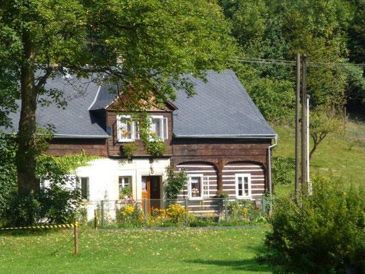 Typisches Umgebindehaus in Jetřichovice