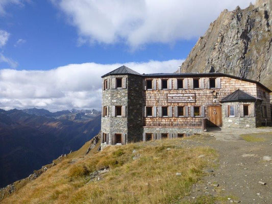 Die Sajathütte, ein Schloß in den Bergen
