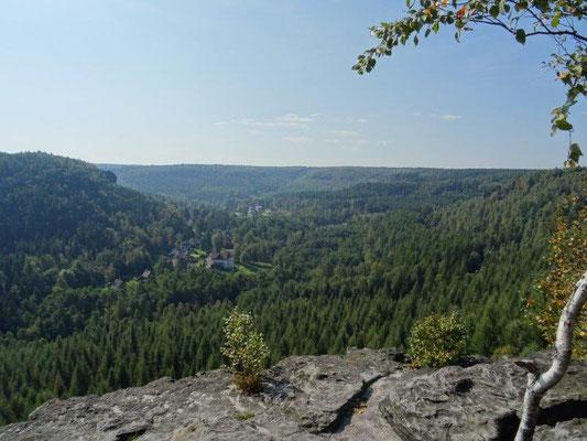 Beeindruckender Tiefblick hinüber nach Böhmen ....