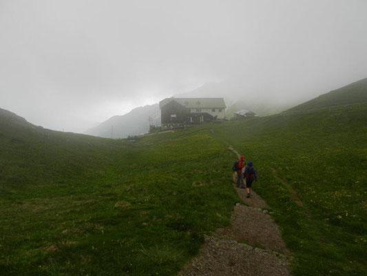 Und durch Nebel und aufziehende Gewitter wanderten wir zur Stüdlhüttel