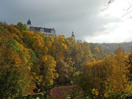 Das Schloß Rochsburg thront auf einem Felsen hoch über der Zwickauer Mulde