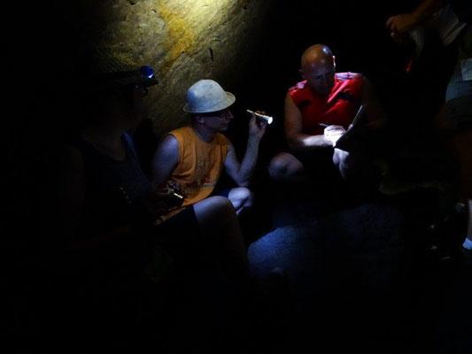 Nach dem Eintrag ins Höhlenbuch...