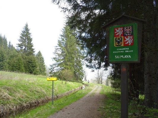 Der Schwarzenbergische Schwemmkanal führt sowohl durch den böhmischen, als auch durch den österreichischen Teil des Böhmerwaldes