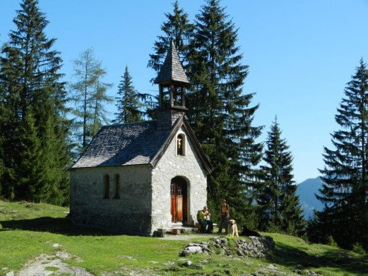 Kleine Kapelle zwischen Hindenburghütte und Straubinger Haus