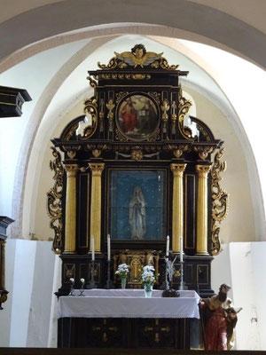 Blick ins Innere der kleinen Kirche in Dubice