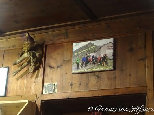 Das Geschenk der Kraxelpfoten zum 125. Hüttenjubiläum hat einen sehr schönen Platz in der Chemnitzer Hütte bekommen