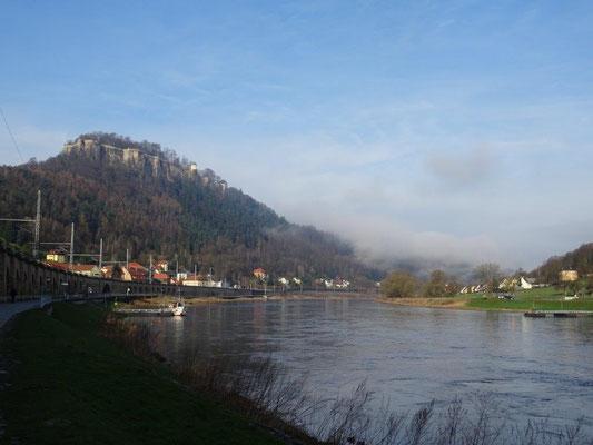 Die Elbe mit der Festung Königstein