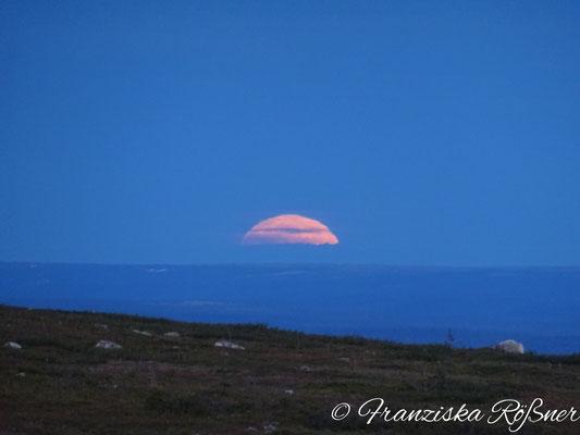3.10 Uhr - während rechts von uns der Mond verschwindet.....