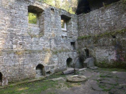Geheimnisvoll wirken die Ruinen der Grundmühle