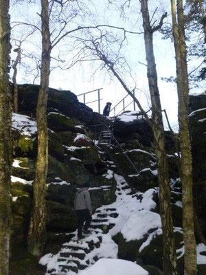 So schnell konnten wir gar nicht schauen, wie Vreni die steile Eisentreppe auf die Johanniswacht erklommen hatte