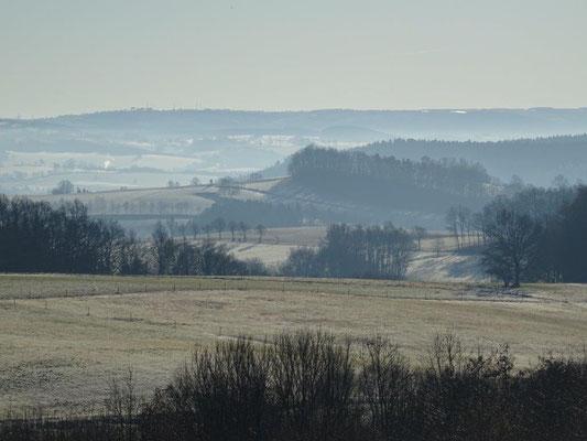 Die Morgennebel über dem Erzgebirge verziehen sich langsam