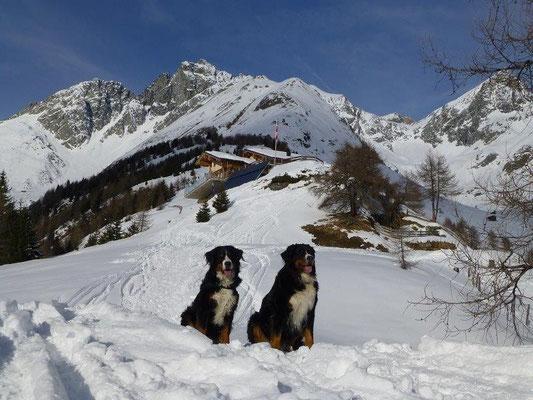 Gusti und Emma beim Aufstieg zur Nilljochhütte