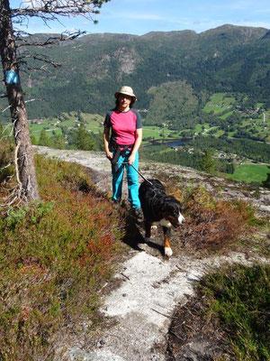 Aufstieg oberhalb der steilen Felsplatten