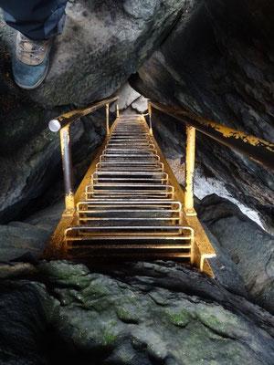 Die steile Treppe auf den Sachsenstein