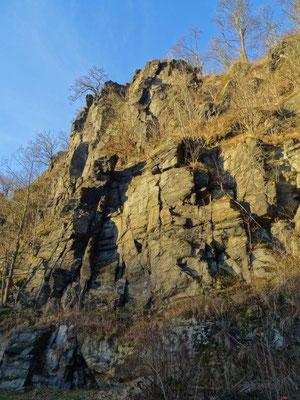 Imposante Felslandschaft unter dem Wolkensteiner Schloß