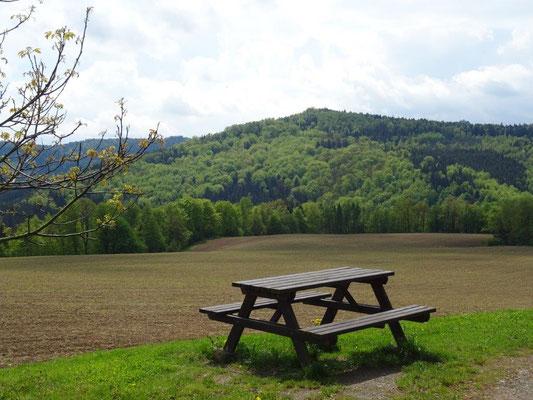 """Blick vom Campingplatz zur """"Hohen Liebe"""""""