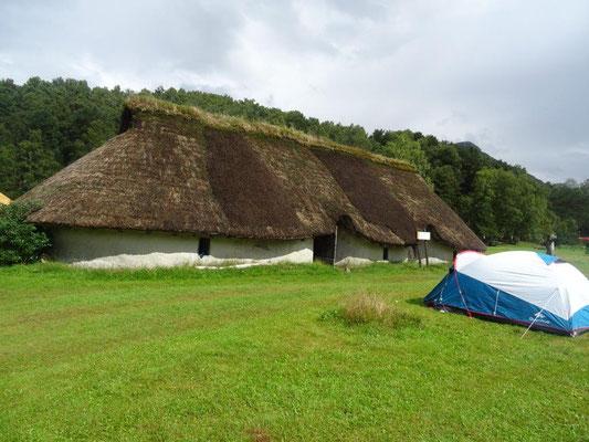 ... die einen Campingplatz und ein kleines Museum beherbergt