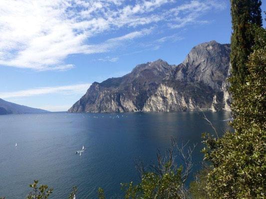 Blick vom Montebrione über den Gardasee