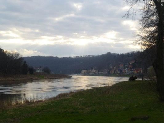 Abendstimmung über der Elbe