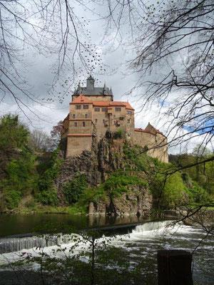 Wie ein Märchenschloß erhebt sich die Burg Kriebstein über dem Zschopautal