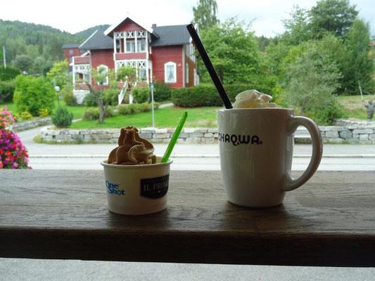 Eis und Milchkaffe in Vrådal