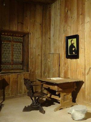 An diesem Tisch übersetzte Martin Luther das Neue Testament der Bibel in Deutsche