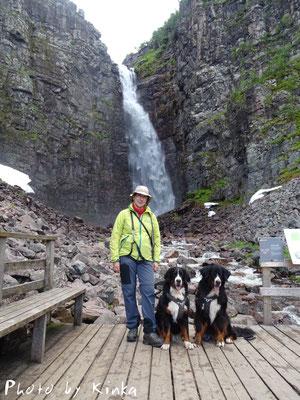 Am Njupeskär-Wasserfall