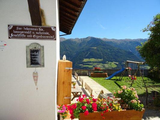 Pause im Hofschank Niedermair im Weiler Trumsberg