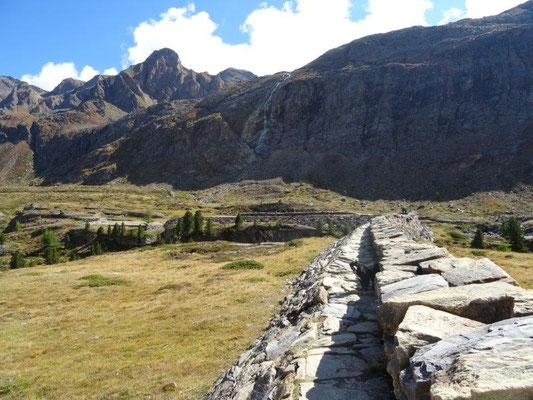 Die Plima-Mauer wurde 1893 zum Schutz vor Überschwemmungen angelegt