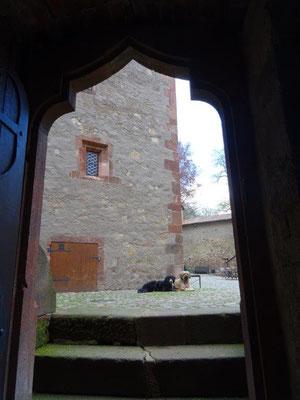 Abliegeübung im Burghof