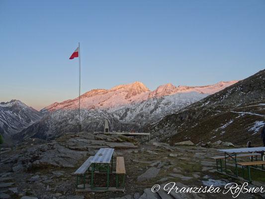 Morgengrauen über den Bergen