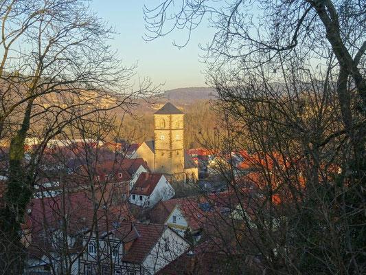 Blick zur 1215 erbauten Nikolauskirche