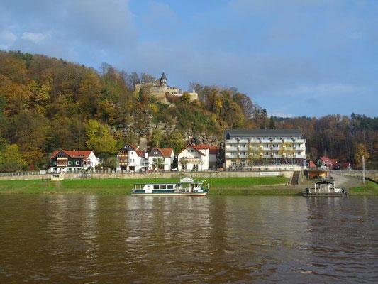 Blick nach Rathen mit der Burg Altrathen