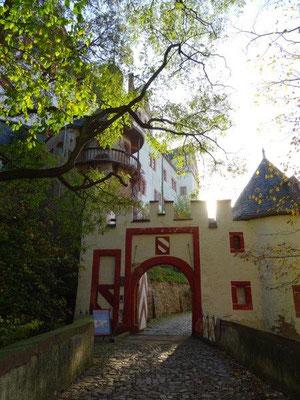 Das erste Burgtor