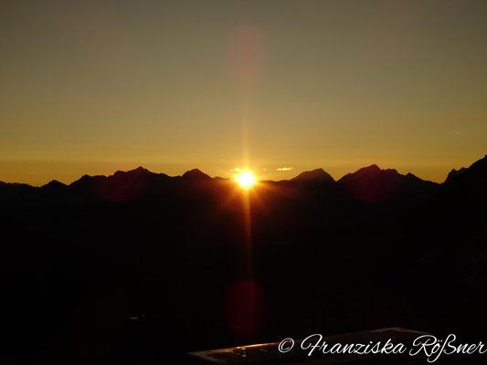 Sonnenaufgang am Nevesjoch