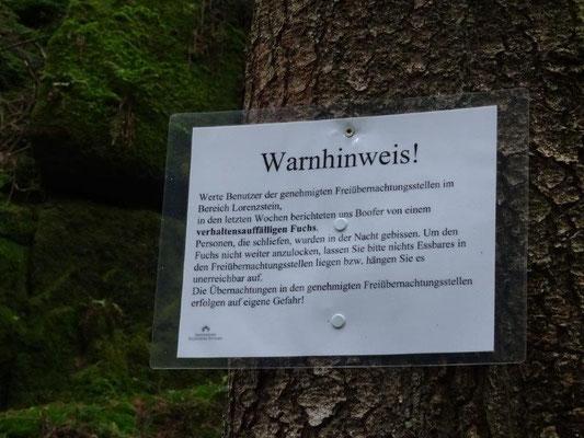 Warnschild am Lorenzstein