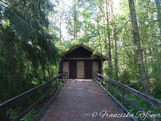 Saubere Toiletten mitten im Wald