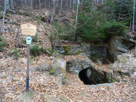 Immer wieder stößt man hier auf Relikte aus der Bergbauzeit.