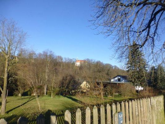 Blick vom Braunsdorfer Bahnhof zum Schloß Lichtenwalde