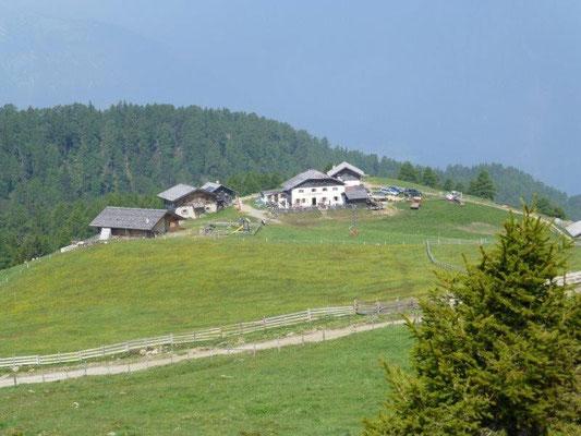 Blick vom Hirzer-Aufstieg zur Hirzer-Hütte