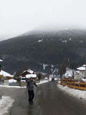 Start zur Schneeschuhwanderung auf die Wetterkreuzhütte - bei 5 Grad und Regen