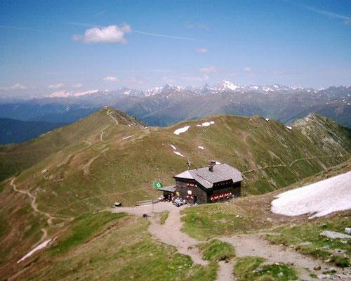 Die Sillianer Hütte am Karnischen Höhenweg