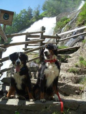 Gusti und Senta am Partschinser Wasserfall