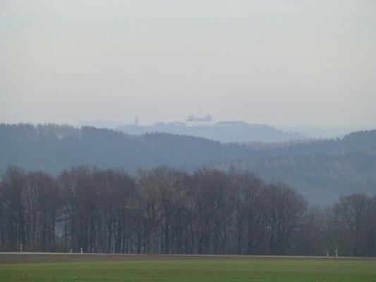 Von den Hügeln bei Eibenberg kann man sogar in der Ferne die Augustusburg erkennen