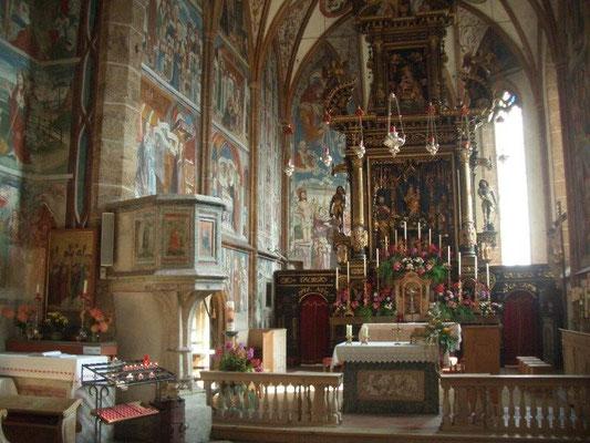 Wunderschöne Fresken zieren das Innere der Wallfahrtskirche Maria Schnee in Obermauern